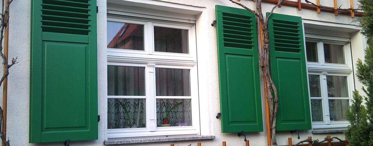 Fensterladen Klappladen Aus Radeberg Dresden Chemnitz Bautzen Fensterladen Sachsen Raberberger Fensterladen